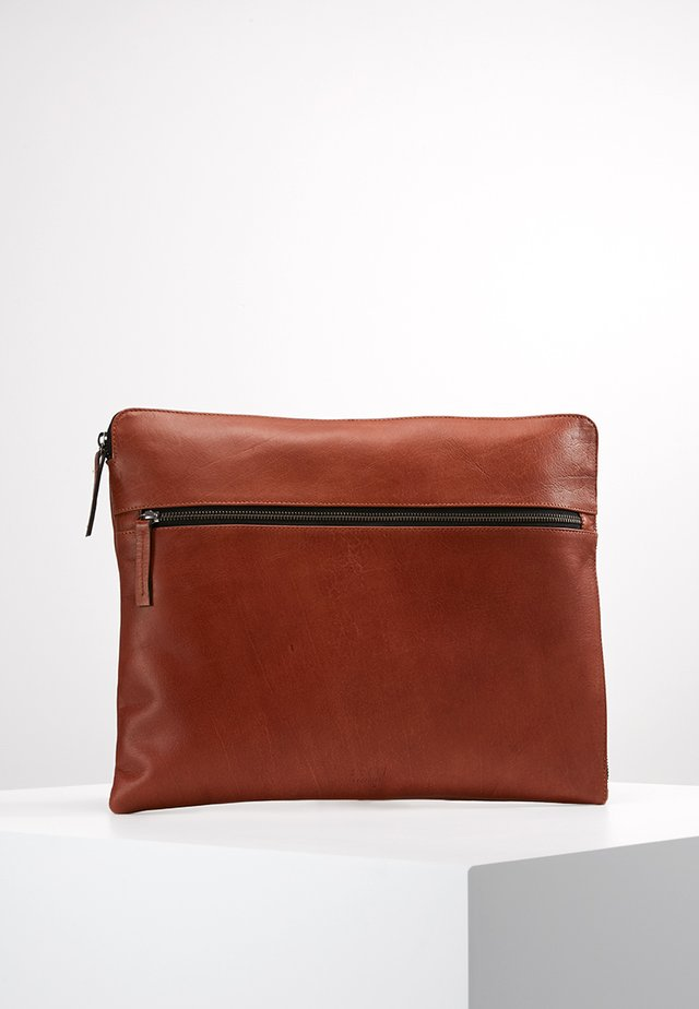 CLEAN SLEEVE - Notebooktasche - cognac