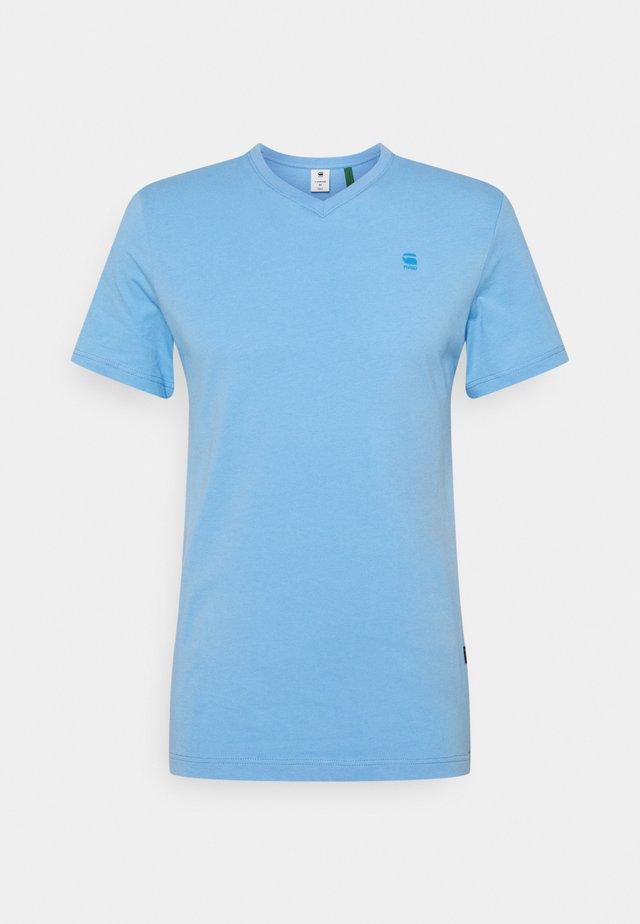 BASE-S V T S\S - T-shirt basic - compact jersey o - delta blue