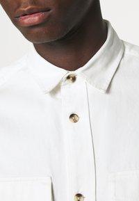 Topman - SUSTAINABLE - Košile - off white - 6