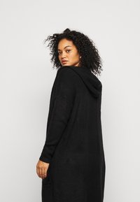 CAPSULE by Simply Be - COSY HOODED UPDATE WITH RIBBED POCKETS - Cardigan - black - 3