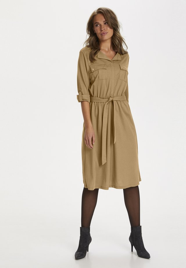 Vapaa-ajan mekko - pecan brown