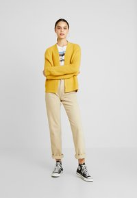 Vero Moda - VMNO NAME NO EDGE  - Kofta - amber gold - 1