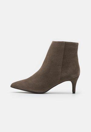 BIADAGGI - Ankle boot - warm grey