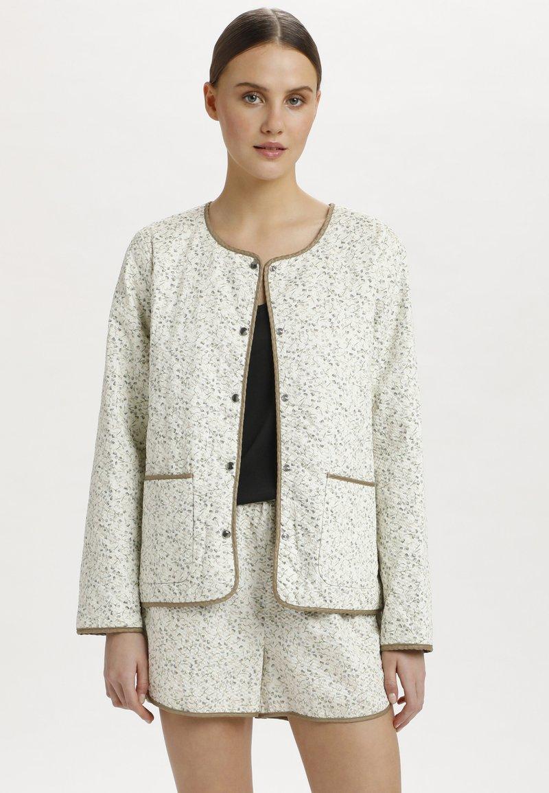 Soaked in Luxury - SLBANKS - Light jacket - viol print whisper white