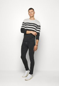 Guess - LOGO STRIPED - Jumper - grey - 1