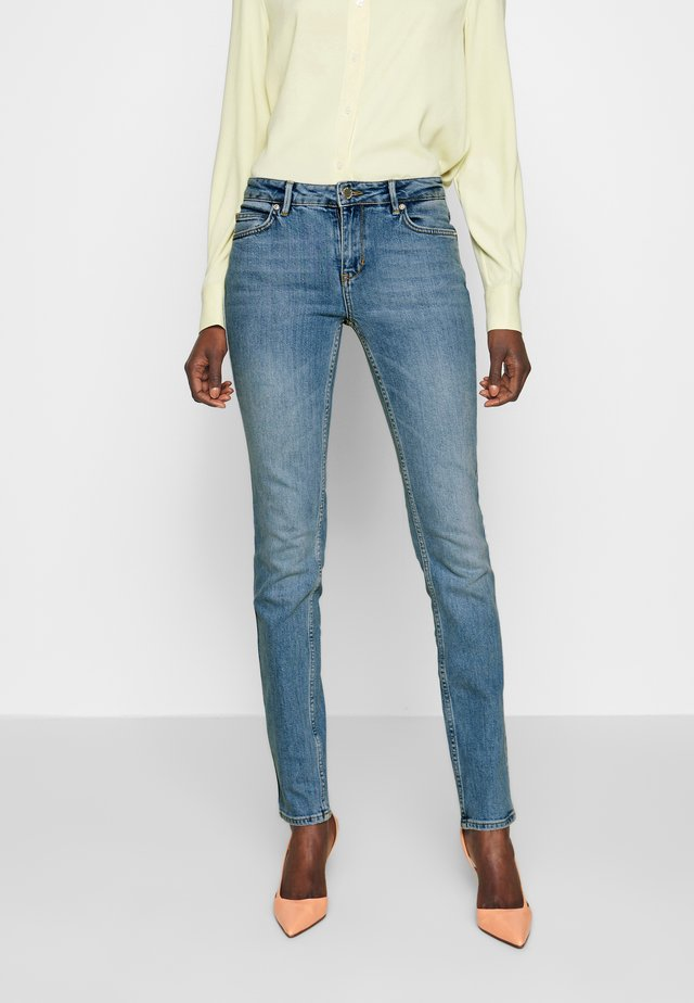 SALLY THINKTWICE - Jeans Skinny Fit - mid blue