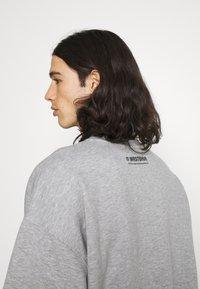 WRSTBHVR - SWEATER CITIZEN UNISEX - Sweatshirt - grey melange - 4