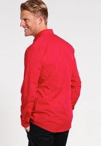 OLYMP No. Six - OLYMP NO.6 SUPER SLIM FIT - Koszula biznesowa - rot