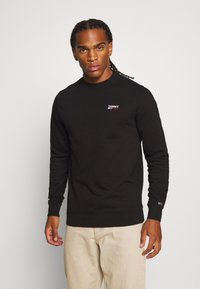 Tommy Jeans - TJM WASHED CORP LOGO CREW - Sweater - black - 0