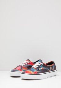 Vans - AUTHENTIC - Sneakersy niskie - multicolor/true white - 2