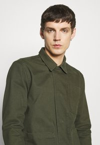 Knowledge Cotton Apparel - PINE HEAVY - Summer jacket - forest night - 3