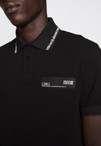 Versace Jeans Couture - PATCH - Poloshirt - black - 7