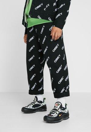 AIR MAX 98 - Sneakers - platinum tint/black/electric green/bright crimson