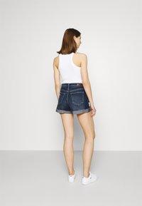 Hollister Co. - MOM CURVY DARK DEST  - Denim shorts - dark destroy - 2