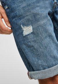 s.Oliver - Jeans Shorts - medium blue - 4