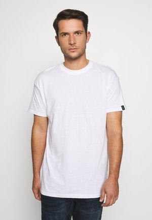 UNISEX BOX FIT FLASH TEE - Basic T-shirt - white