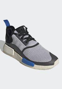 adidas Originals - NMD_R1 - Matalavartiset tennarit - dash grey/core black/glory blue - 2