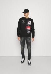 Alessandro Zavetti - BENZIO - Slim fit jeans - black wash - 1