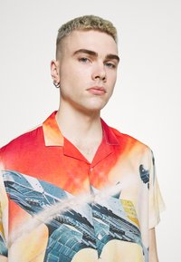 PRAY - STAR UNISEX - Shirt - multi-coloured - 3