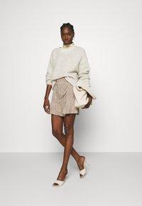 Abercrombie & Fitch - CINCH DETAIL SKIRT - Áčková sukně - brown - 1