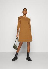 ONLY - ONLVIOLA DRESS - Robe en jersey - rubber - 1