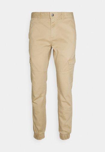 JOGGER - Cargo trousers - beach sand