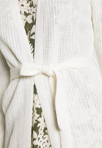 JDY - JDYGURLI BELT CARDIGAN - Gilet - off-white - 4