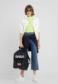 Urban Classics - NASA PUFFER  - Batoh - black - 6