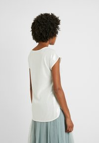 Dorothy Perkins Tall - SEQUIN TEE - Bluser - ivory - 2