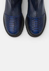 L37 - HEY GIRL! - Classic ankle boots - navy blue - 5