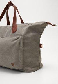 Pier One - UNISEX - Weekend bag - grey - 2