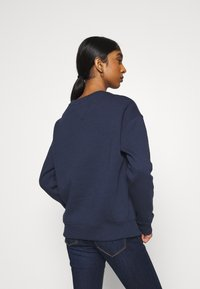 Tommy Jeans - LINEAR CREW NECK - Bluza - twilight navy - 2