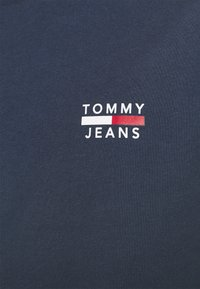 Tommy Jeans - CHEST LOGO TEE - T-shirt print - twilight navy - 4