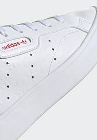 adidas Originals - SLEEK - Tenisky - footwear white/scarlet/core black - 13
