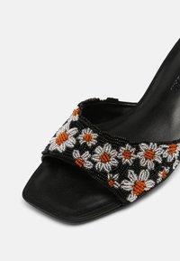 Who What Wear - EMILY - Pantofle na podpatku - black - 7