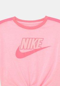 Nike Sportswear - BOXY - Print T-shirt - arctic punch - 2