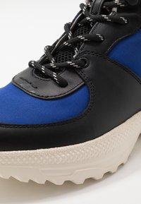 Coach - C250 TECH HIKER BOOT - Sneakers hoog - black/sport blue - 5