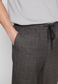 New Look - TRENDY TONAL CHECK PULL ON - Trousers - brown - 3