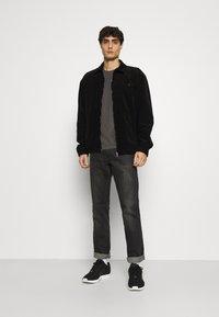 TOM TAILOR - BASIC CREW NECK TEE - T-shirt - bas - dark grey melange - 1