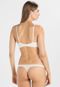 Calvin Klein Underwear - SEDUCTIVE COMFORT CUSTOMIZED LIFT - Sujetador push-up - ivory - 2