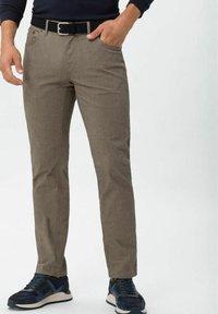 BRAX - CHUCK - Trousers - beige - 0