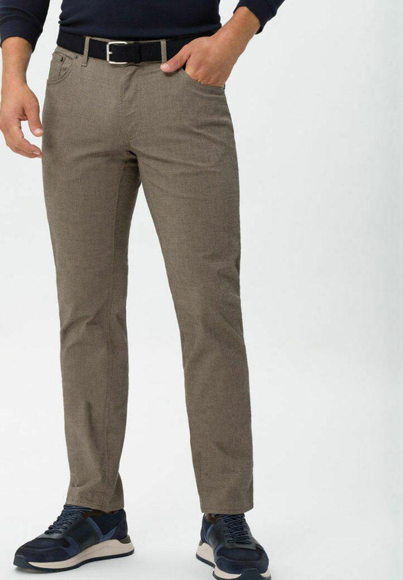 BRAX - CHUCK - Trousers - beige