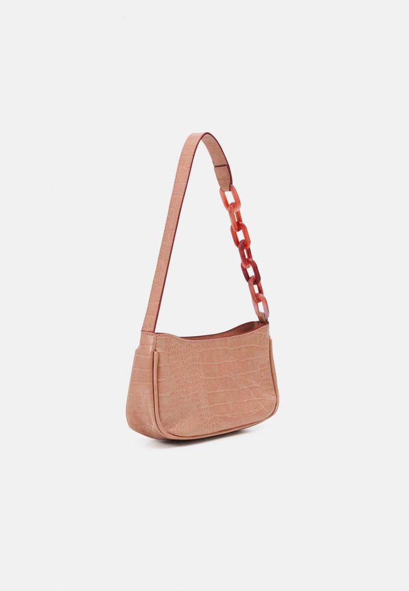 Pieces - PCIZZY SHOULDER BAG - Handbag - peachy keen/peach