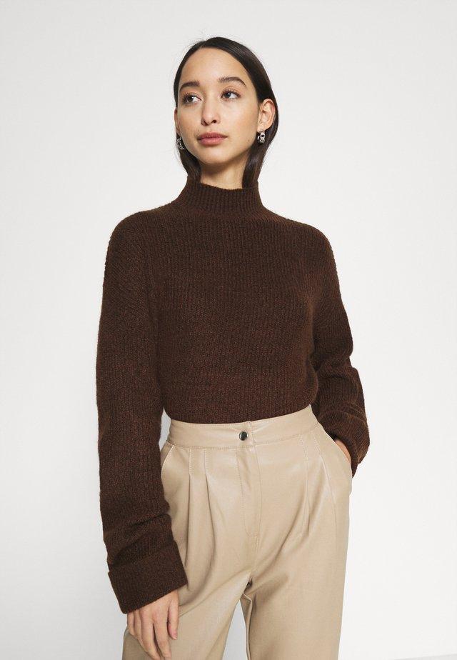 TURN UP CUFF - Stickad tröja - brown