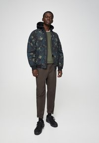 PULL&BEAR - Light jacket - mottled dark green - 1