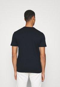 Belstaff - COTELAND - Print T-shirt - dark ink/off white - 2