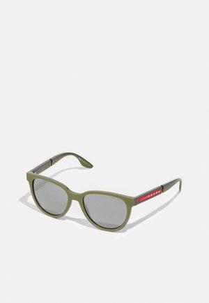 Aurinkolasit - military rubber/ardesia