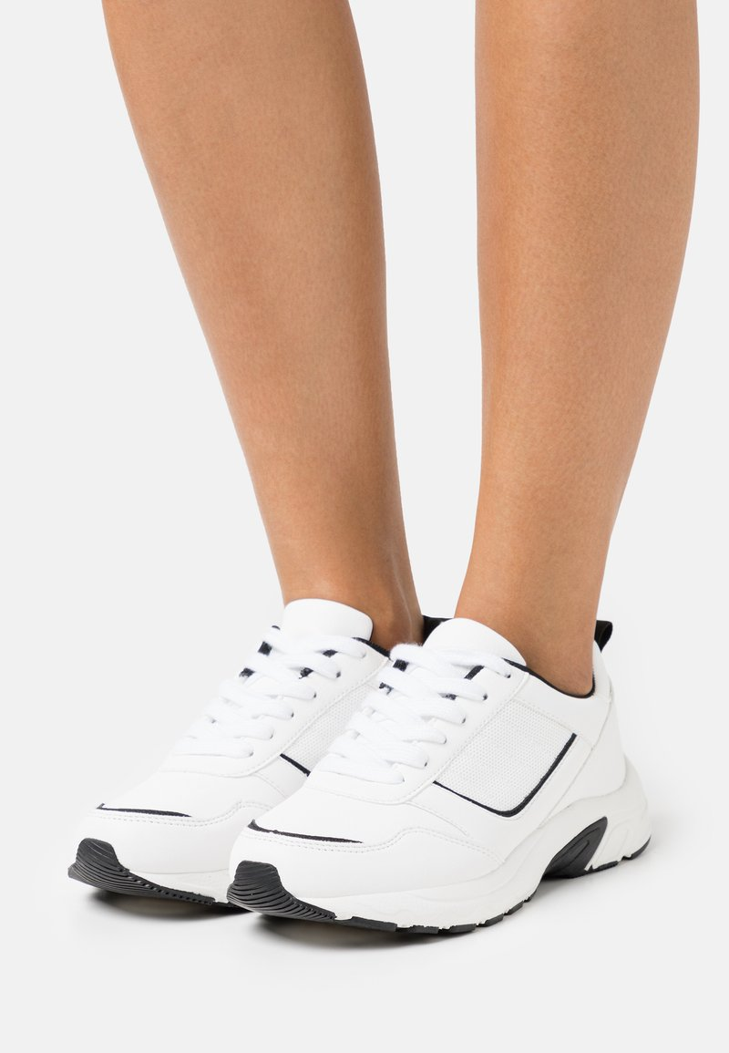 Rubi Shoes by Cotton On Wide Fit - WIDE FIT BLAKE DAD TRAINER - Baskets basses - white/black