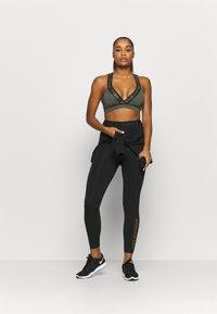 Nike Performance - INDY BRA - Urheiluliivit: kevyt tuki - twilight marsh/black - 1