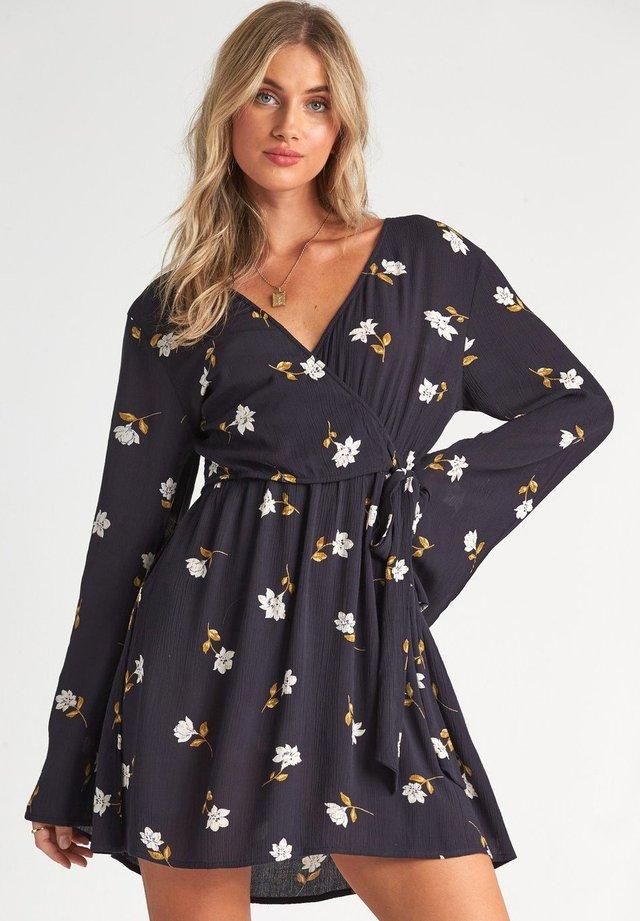 SIDE OUT  - Korte jurk - black floral